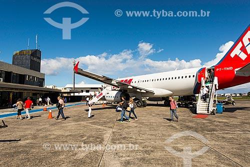 Passageiros desembarcando no Aeroporto de Ilhéus - Jorge Amado (1939)  - Ilhéus - Bahia (BA) - Brasil