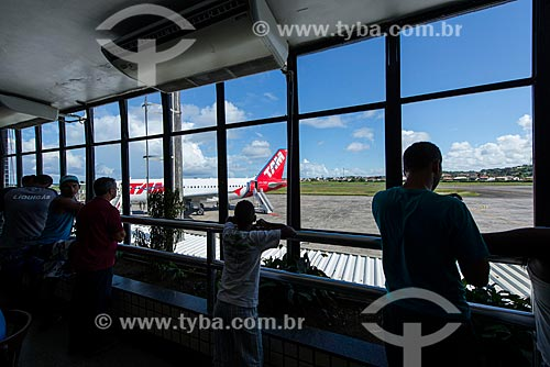 Pessoas observando aviões no Aeroporto de Ilhéus - Jorge Amado (1939)  - Ilhéus - Bahia (BA) - Brasil