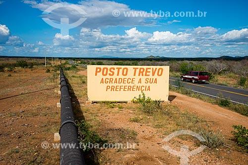Tubos da Adutora do Pajeú próximo a Rodovia BR-316  - Floresta - Pernambuco (PE) - Brasil