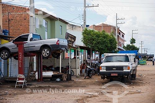 Oficina mecânica na periferia da cidade de Floresta  - Floresta - Pernambuco (PE) - Brasil