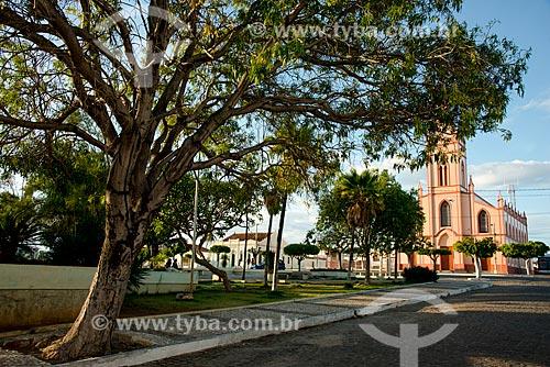 Praça com a Igreja de Nossa Senhora do Patrocínio (Século XIX) ao fundo  - Belém de São Francisco - Pernambuco (PE) - Brasil