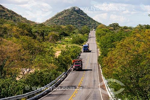 Caminhões na Rodovia PE-390  - Serra Talhada - Pernambuco (PE) - Brasil