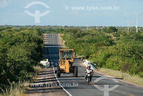 Trator na Rodovia BR-316  - Belém de São Francisco - Pernambuco (PE) - Brasil