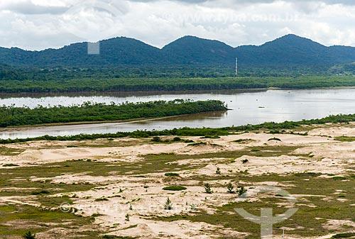 Foto aérea das Dunas do Araçá com o Mar Pequeno ao fundo  - Ilha Comprida - São Paulo (SP) - Brasil