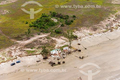 Casas derrubadas pelo avanço do mar no litoral da Ilha Comprida - Boqueirão Norte  - Ilha Comprida - São Paulo (SP) - Brasil
