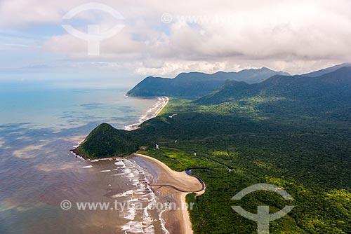 Foto aérea da Praia do Una com o Morro do Grajaúna ao fundo  - Iguape - São Paulo (SP) - Brasil