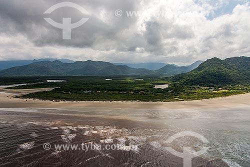 Foto aérea da foz do Rio Una com a Estação Ecológica de Juréia-Itatins ao fundo  - Peruíbe - São Paulo (SP) - Brasil