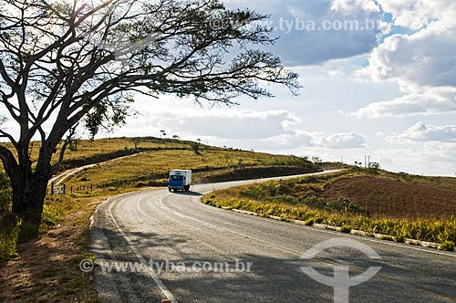 Curva na Rodovia BR-494 entre as cidades de Madre de Deus de Minas e São Vicente de Minas  - Madre de Deus de Minas - Minas Gerais (MG) - Brasil