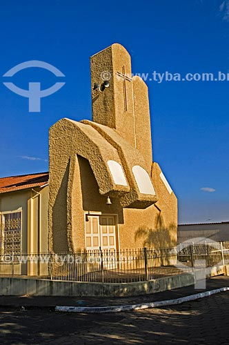 Igreja de São Benedito (1989) - sua fachada imita o gesto acolhedor de Jesus Cristo  - Andrelândia - Minas Gerais (MG) - Brasil