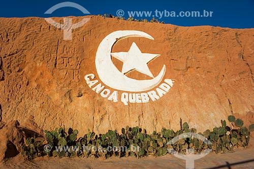 Escultura lua e estrela - símbolo da Praia de Canoa Quebrada  - Aracati - Ceará (CE) - Brasil