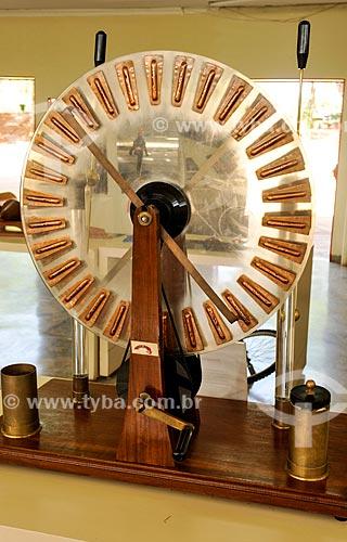 Máquina de Wimshurst no CICC - Centro Integrado de Ciência e Cultura  - São José do Rio Preto - São Paulo (SP) - Brasil
