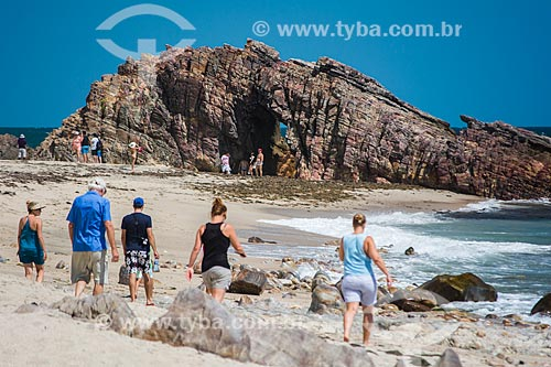 Turistas na Pedra Furada  - Jijoca de Jericoacoara - Ceará (CE) - Brasil