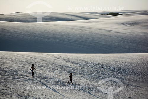 Turistas nas dunas no Parque Nacional de Jericoacoara  - Barreirinhas - Maranhão (MA) - Brasil
