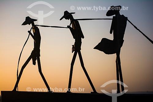 Escultura aos Pescadores na Praia do Calhau  - São Luís - Maranhão (MA) - Brasil