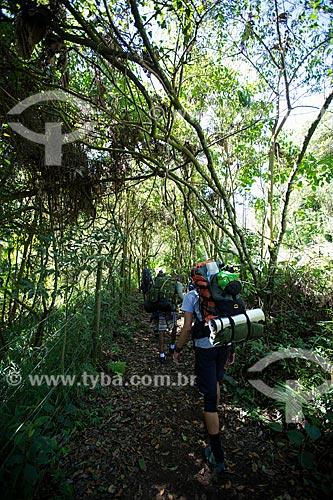 Turistas na trilha para o Poço Paraíso no Parque Nacional da Serra dos Órgãos  - Petrópolis - Rio de Janeiro (RJ) - Brasil