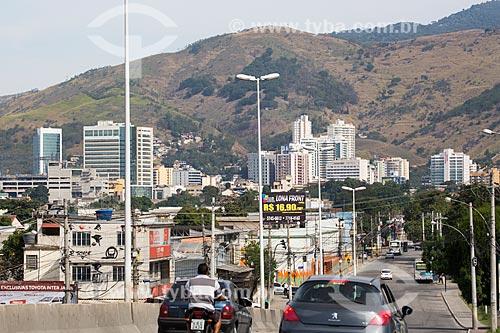 Carros passando pelo Viaduto da Posse   - Nova Iguaçu - Rio de Janeiro (RJ) - Brasil