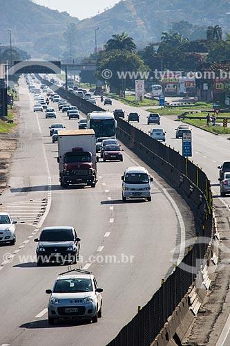 Tráfego na Rodovia Presidente Dutra   - Nova Iguaçu - Rio de Janeiro (RJ) - Brasil