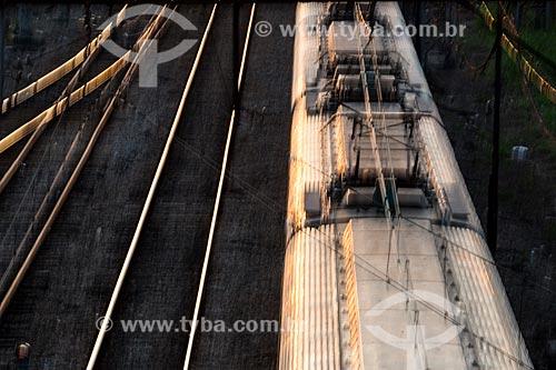 Trem passando por Nova Iguaçu  - Nova Iguaçu - Rio de Janeiro (RJ) - Brasil