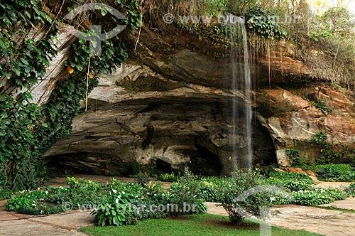 Entrada da Gruta dos Palhares - considerada a maior gruta de arenito da América latina  - Sacramento - Minas Gerais (MG) - Brasil