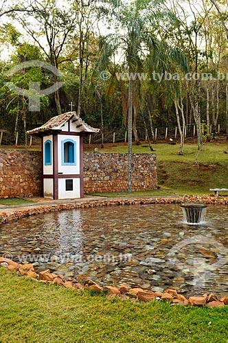 Parque próximo a entrada da Gruta dos Palhares - réplica da sineira do povoado de Desemboque  - Sacramento - Minas Gerais (MG) - Brasil