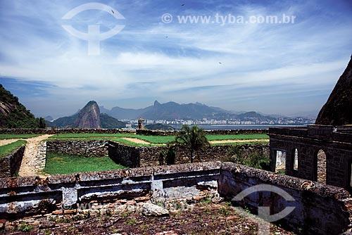 Ruínas do Forte de São Luís (1770) - também conhecido como Forte do Morro do Pico - com o Pão de Açúcar e o Cristo Redentor ao fundo  - Niterói - Rio de Janeiro (RJ) - Brasil