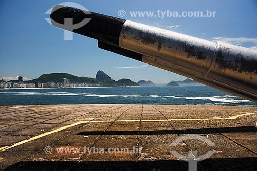 Canhão no antigo Forte de Copacabana (1914-1987), atual Museu Histórico do Exército com o Pão de Açúcar ao fundo  - Rio de Janeiro - Rio de Janeiro (RJ) - Brasil