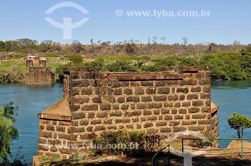 Ruínas da antiga Ponte Pênsil Affonso Penna  - Itumbiara - Goiás (GO) - Brasil