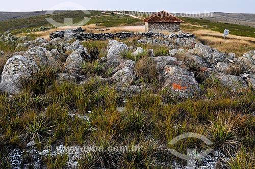 Abrigo conhecido como Garagem de Pedra no Parque Nacional da Serra da Canastra  - São Roque de Minas - Minas Gerais (MG) - Brasil