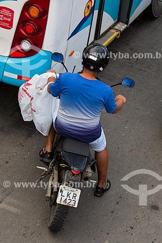 Motociclista na Avenida Nossa Senhora das Graças   - São João de Meriti - Rio de Janeiro (RJ) - Brasil