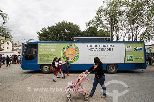 Caminhão do Ministério do Trabalho e Emprego para inscrições do Programa PROJOVEM  - São João de Meriti - Rio de Janeiro (RJ) - Brasil