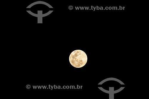 Fenômeno conhecido como Superlua - quando a lua cheia se situa no seu ponto mais próximo da Terra, no percurso da sua órbita  - Canela - Rio Grande do Sul (RS) - Brasil