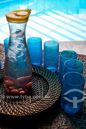 Água saborizada a beira da piscina  - Gramado - Rio Grande do Sul (RS) - Brasil