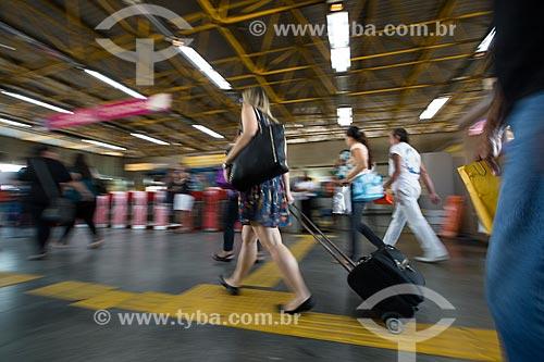 Pessoas embarcando na Estação Pavuna do Metrô Rio  - Rio de Janeiro - Rio de Janeiro (RJ) - Brasil