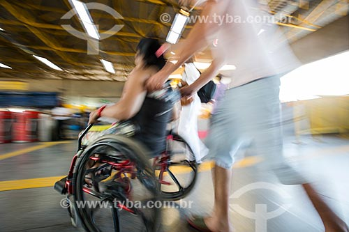 Pessoa com deficiência embarcando na Estação de Metrô da Pavuna  - Rio de Janeiro - Rio de Janeiro (RJ) - Brasil
