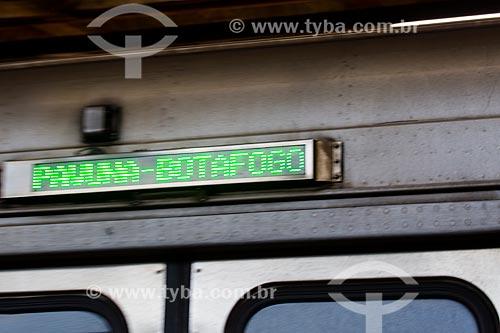 Detalhe do letreiro indicando sentido do metrô na Estação de Metrô da Pavuna  - Rio de Janeiro - Rio de Janeiro (RJ) - Brasil