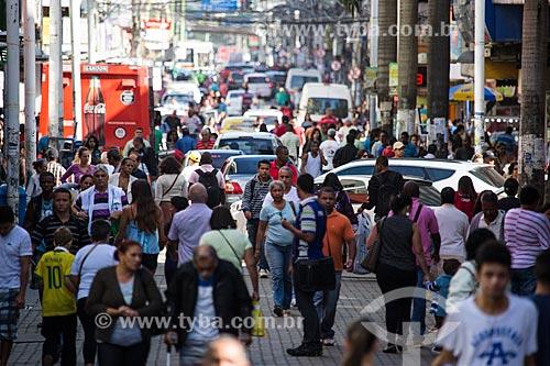 Multidão no Calçadão Governador Amaral Peixoto - Shopping a céu aberto  - Nova Iguaçu - Rio de Janeiro (RJ) - Brasil