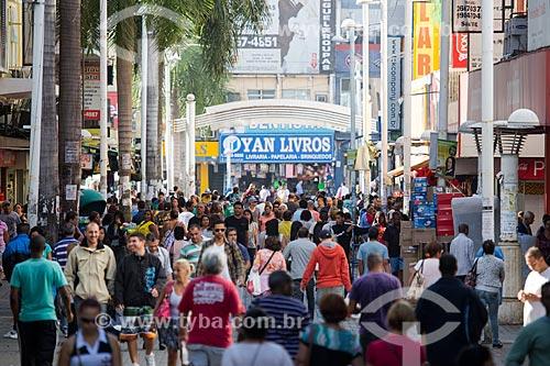 Multidão no Calçadão Governador Amaral Peixoto -Shopping a céu aberto  - Nova Iguaçu - Rio de Janeiro (RJ) - Brasil