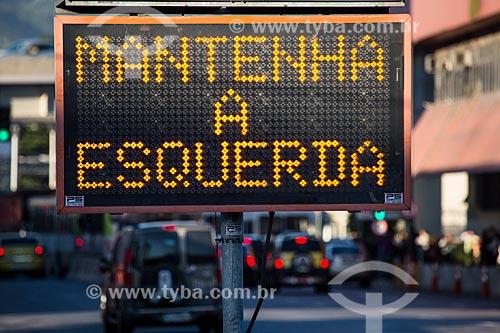 Painel de mensagens variáveis na Via Binário   - Rio de Janeiro - Rio de Janeiro (RJ) - Brasil