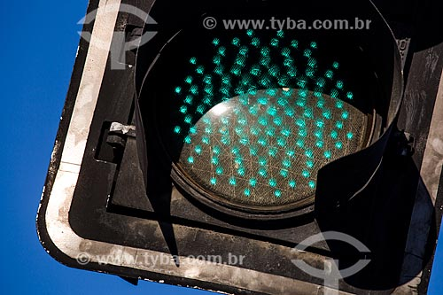 Detalhe de semáforo na Via Binário  - Rio de Janeiro - Rio de Janeiro (RJ) - Brasil