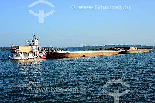 Rebocador carregando balsa no Rio Tapajós  - Itaituba - Pará (PA) - Brasil