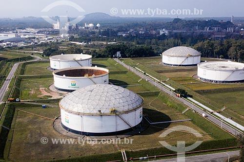 Tanques de armazenamento de petróleo - Terminal Campos Elíseos  - Duque de Caxias - Rio de Janeiro (RJ) - Brasil