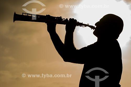 Silhueta de homem tocando Sax  - Rio Grande do Sul (RS) - Brasil