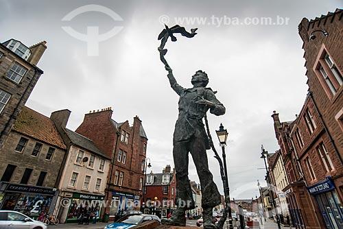 Estátua de John Muir - naturalista, fazendeiro, explorador e escritor escoces/norteamericano do século XIX - nascido na cidade de Dunbar  - Dunbar - East Lothian - Escócia