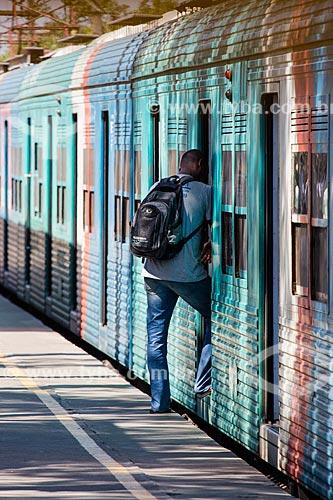 Passageiros na Estação de Trem de Belford Roxo  - Belford Roxo - Rio de Janeiro (RJ) - Brasil