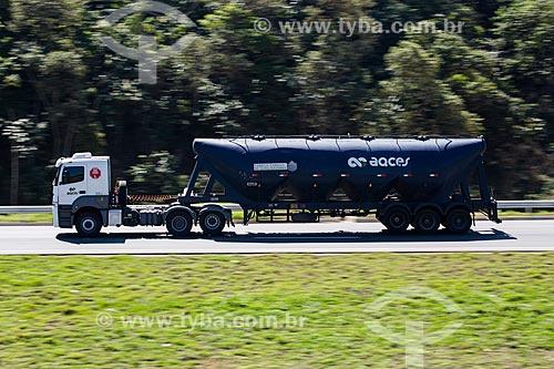 Caminhão no Arco Metropolitano  - Nova Iguaçu - Rio de Janeiro (RJ) - Brasil
