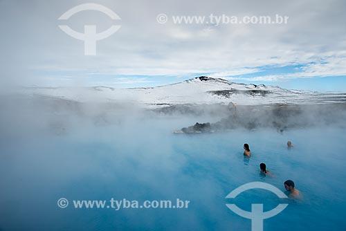 Banhistas em águas termais da região de Mývatn - próximo ao Vulcão Krafla  - Northeastern Region - Islândia