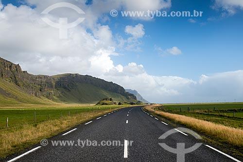 Ring road - principal estrada da Islândia - na região do Seljalandsfoss   - Southern Region - Islândia