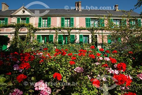 Flores no Jardim de Claude Monet - Jardim das Nymphéas - com a casa de Claude Monet ao fundo  - Giverny - Eure - França