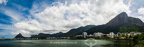 Vista da Lagoa Rodrigo de Freitas com o Morro Dois Irmãos - à esquerda - e o Cristo Redentor (1931) à direita  - Rio de Janeiro - Rio de Janeiro (RJ) - Brasil
