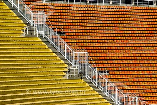 Divisa entre a arquibancada e cadeiras no Estádio Municipal Paulo Machado de Carvalho (1940) - também conhecido como Estádio do Pacaembú  - São Paulo - São Paulo (SP) - Brasil